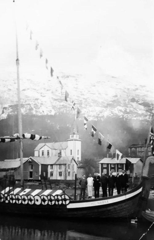 Roald Amundsen i Korgsjøen. Fotograf ukjent.